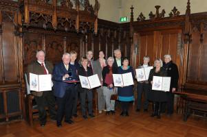 Die langjährigen Bezirksausschuss-Mitglieder die mit mir (vierte von links) gemeinsam geehrt wurden. Foto:HeribertMühldorfer