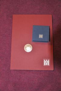 Urkunde und Silbermedaille